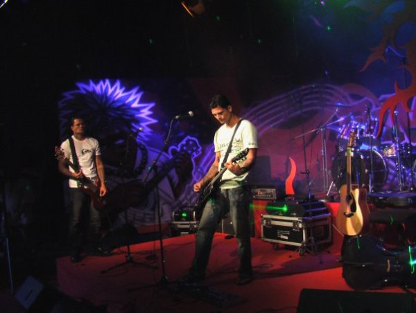 Tikahiri on Stage